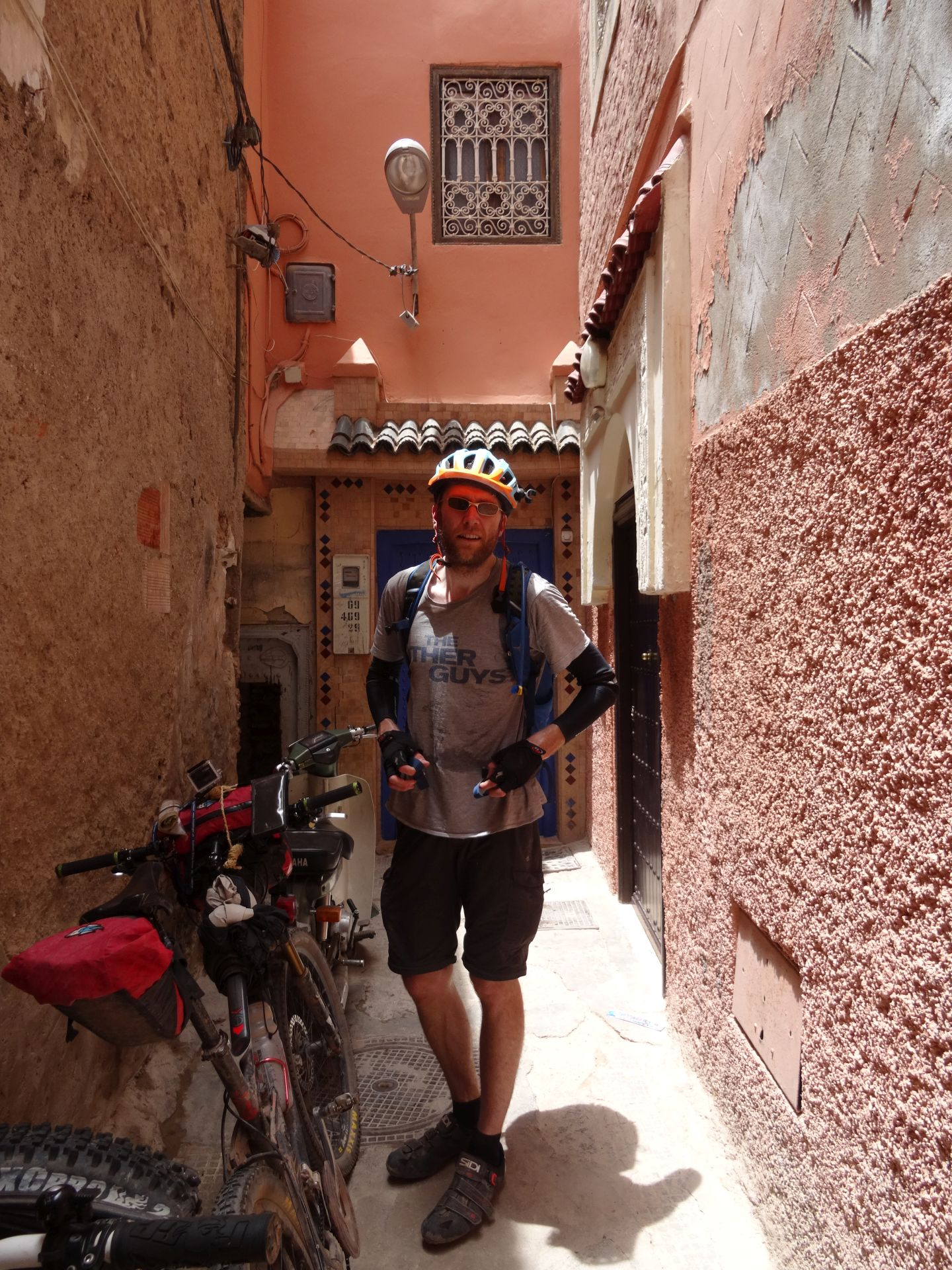 Day 9 - Arriving back in the Medina in Marrakesh at the end of our trip, with the temperature in the shade into the mid-40s °C! © Steve Woodward