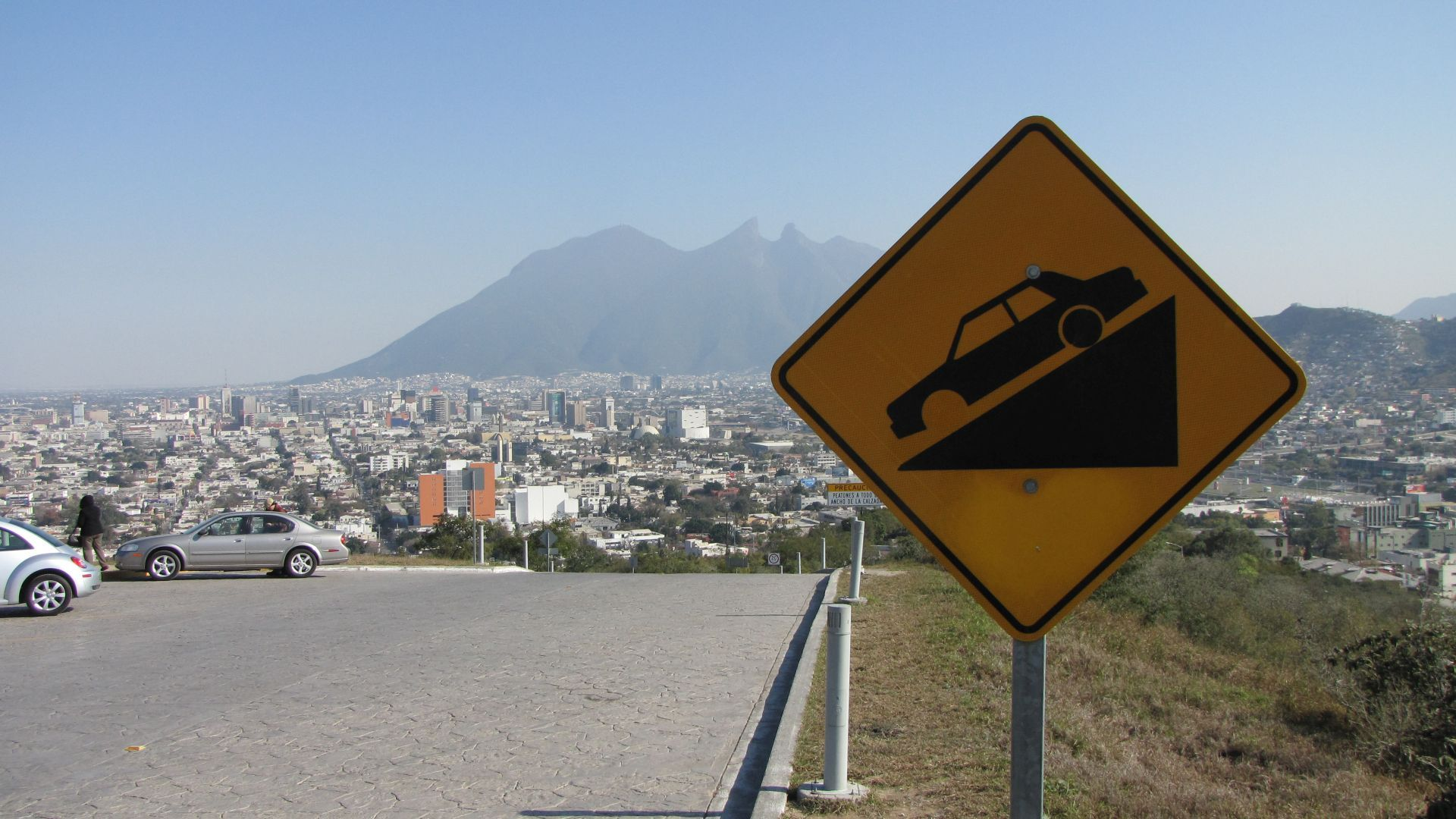 Monterrey, NL, Mexico - Notice the car in the sign ... it has no front wheel! (it hadn't been vandalised it actually looked like it had been made that way!)