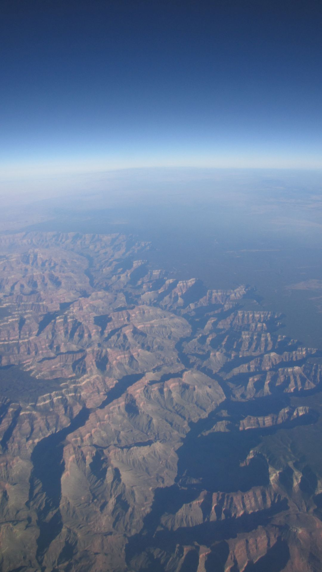 Yes, I am 5 years old, taking pictures from the plane to LA (oooh look, you can see the curve of the earth!)