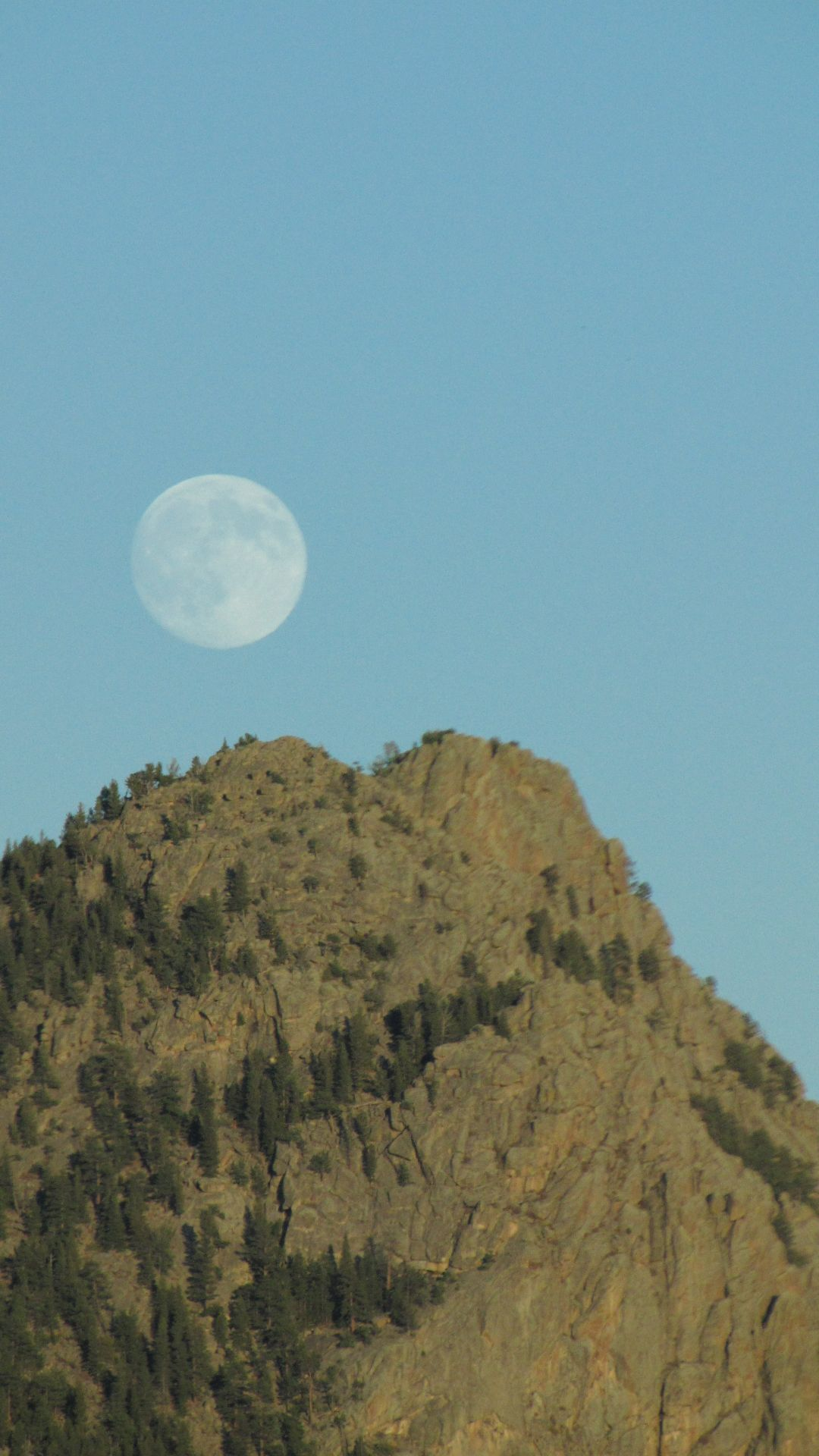 Rocky Mtn Nat Pk, CO, USA - Moon \'rising\'