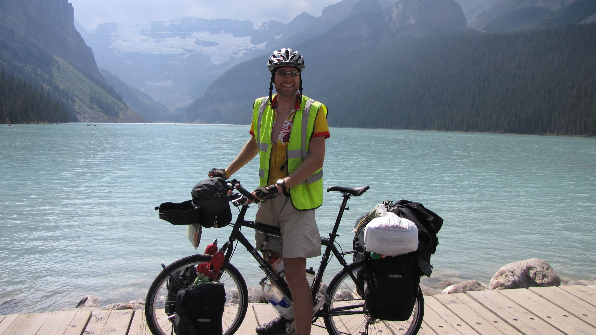 Lake Louise, Banff Nat Pk, Alberta, Canada - Now Jon, given the option of riding into the cul-de-sac that is Lake Louise would you like to (a) leave all your bags in town & cycle unburdened by weight up 1 of the steepest, twistiest roads of the trip so far or (b) ignore all logic, stay obsessively purist, keep all weight on the bike & ride...?  Ummmm...