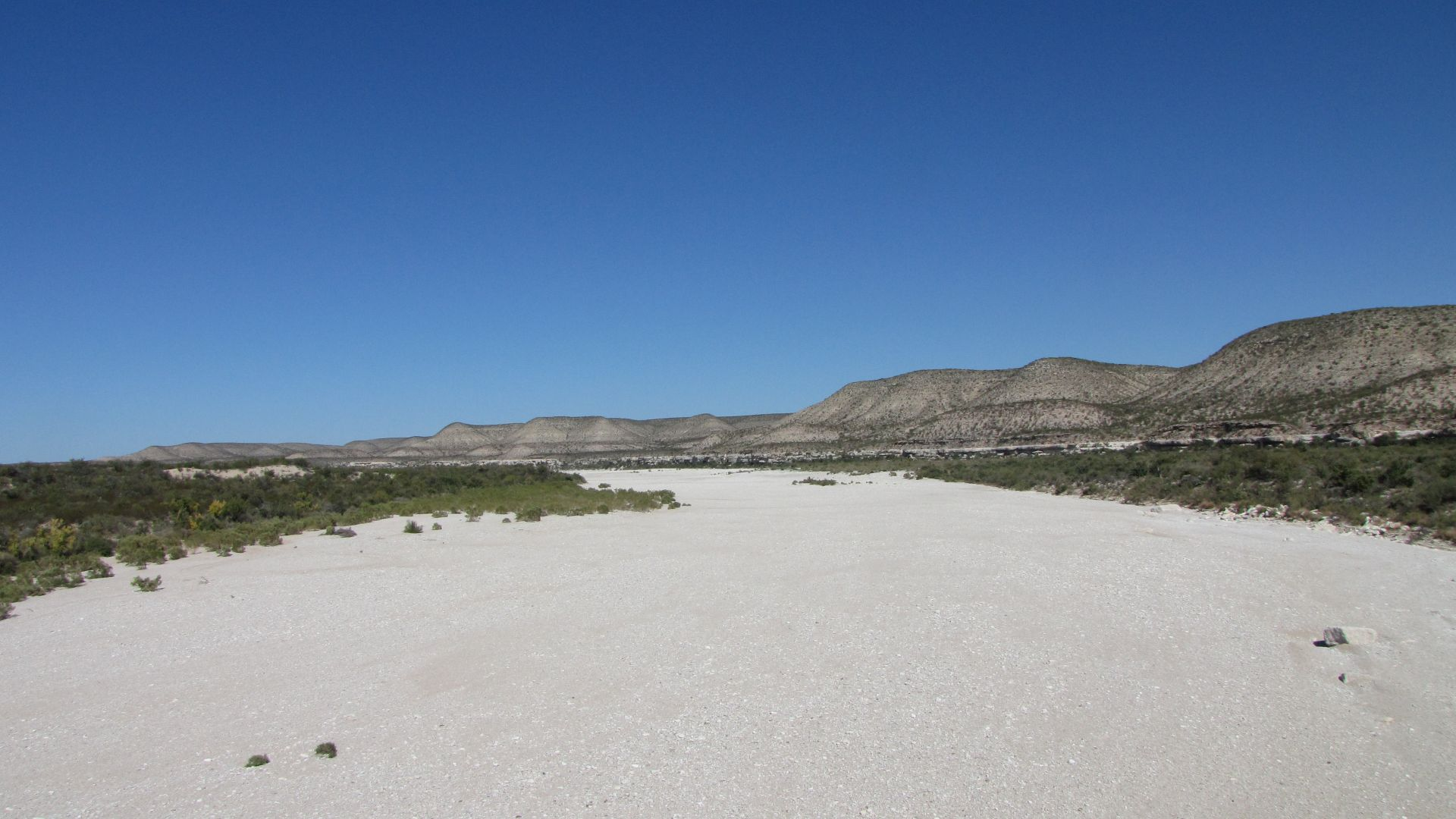 Nr Langtry, TX, USA - this is a dried-up (200 ft wide!) riverbed!